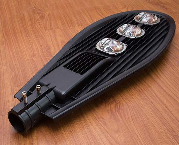 Đèn đường led 150W kiểu chiếc lá. Daxinco đa dạng về kiểu dáng, mẫu mã, đảm bảo chất lượng tốt nhất với điều kiện tại Việt Nam