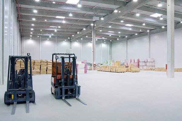 Đèn led công nghiệp ở một phân xưởng