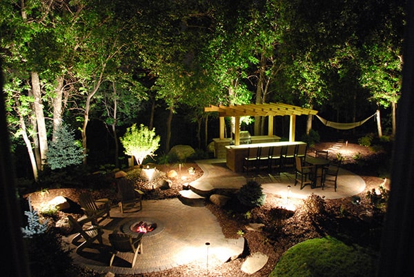 Sử dụng đèn pha led cho sân vườn gia đình
