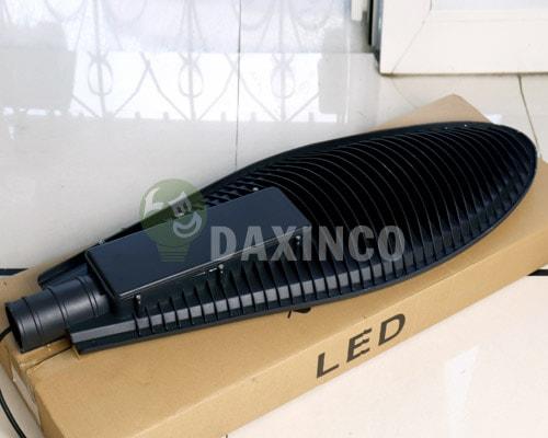 [Hình ảnh thật tế] đèn đường led 150w chiếc lá 2