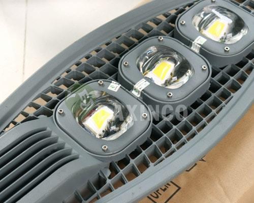 [Hình ảnh thật tế] đèn đường led 150w lưới 3