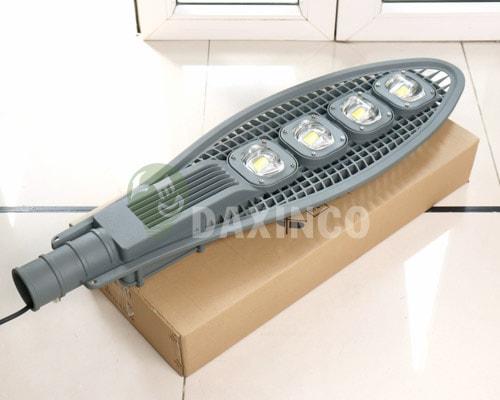 [Hình ảnh thật tế] đèn đường led 200w lưới 1