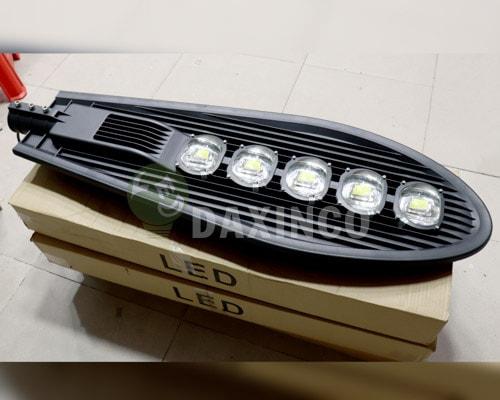 [Hình ảnh thật tế] đèn đường led 250w chiếc lá 1
