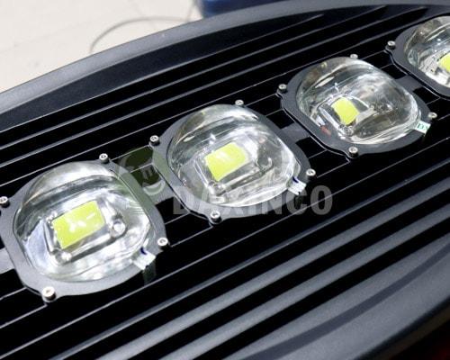 [Hình ảnh thật tế] đèn đường led 250w chiếc lá 3