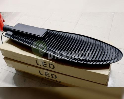 [Hình ảnh thật tế] đèn đường led 250w chiếc lá 2