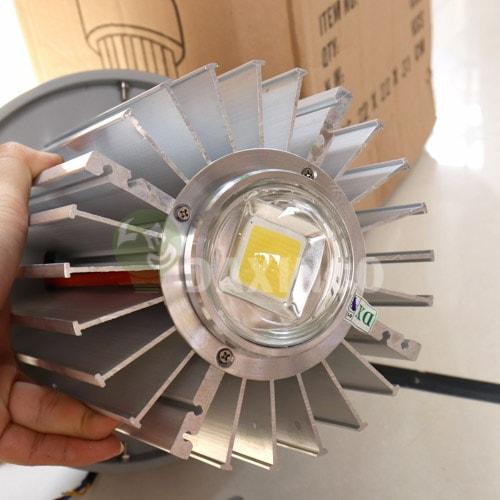 [Hình ảnh thật tế] đèn led nhà xưởng 70w thông dụng -3