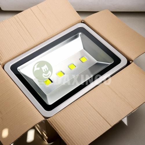 [Hình ảnh thật tế] đèn pha led 200w-1