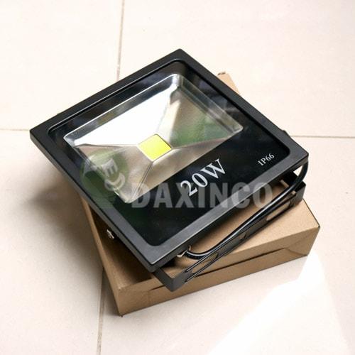 [Hình ảnh thật tế] đèn pha led 20W Dẹp-2