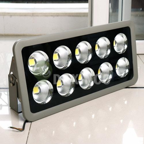 [Hình ảnh thật tế] đèn pha led 400W chiếu xa