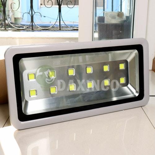 [Hình ảnh thật tế] đèn pha led 400w-1