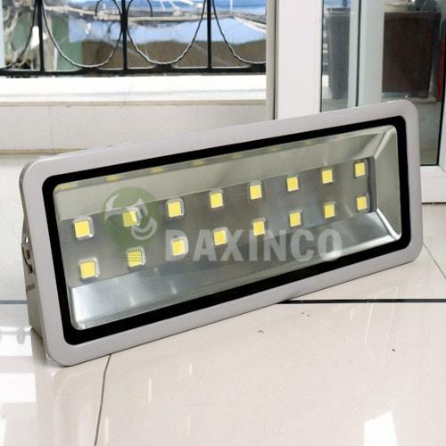 [Hình ảnh thật tế] đèn pha led 500w-1