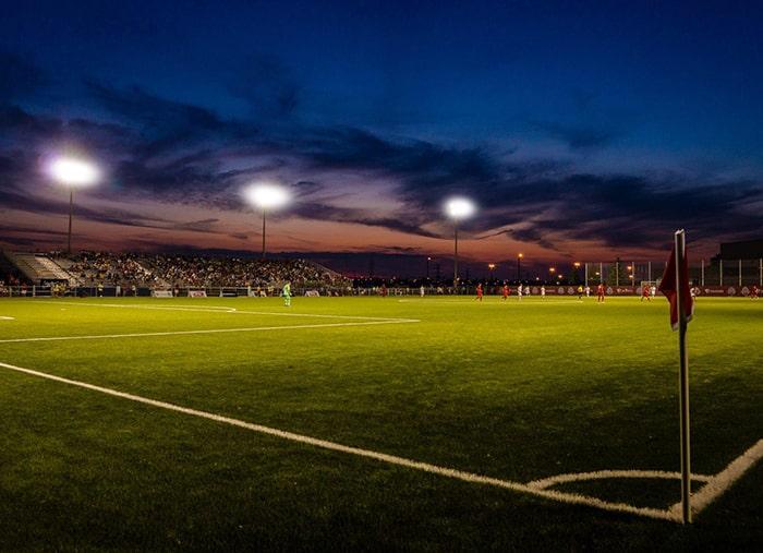 Hướng dẫn lắp đèn pha led cho sân bóng đá 7 người