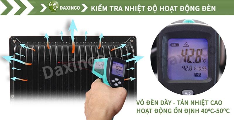 Kiểm tra nhiệt độ đèn pha led kiểu dẹp Daxinco