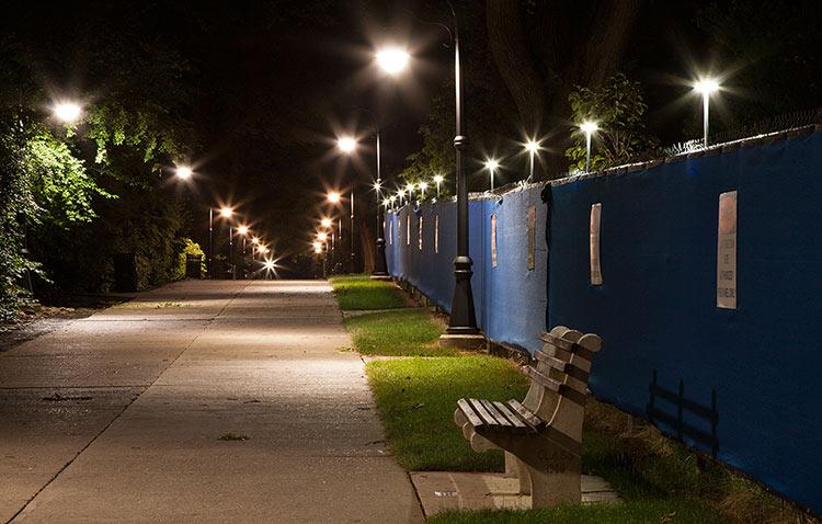 Đèn led công trình tường rào thích hợp với môi trường hoạt động của các công trường