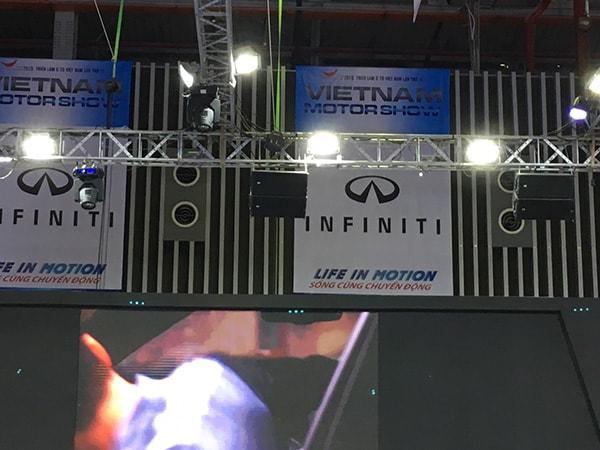 Cung cấp đèn pha led chiếu sáng bảng quảng cáo cho nhiều thương hiệu tham dự triển lảm tại SECC Q7