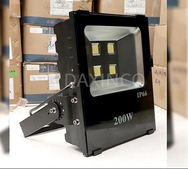 Nên chọn dòng sản phẩm nào khi mua đèn pha LED tại Sóc Trăng