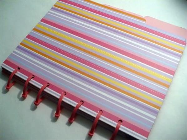 Sử dụng dây rút nhựa để cố định các tấm giấy note thành cuốn sổ nhỏ
