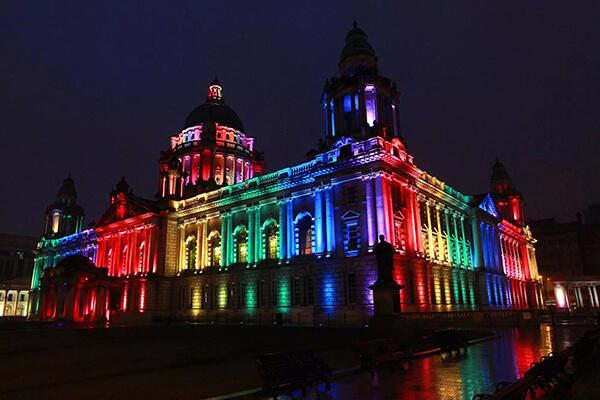 Đèn led đổi màu cho tòa nhà